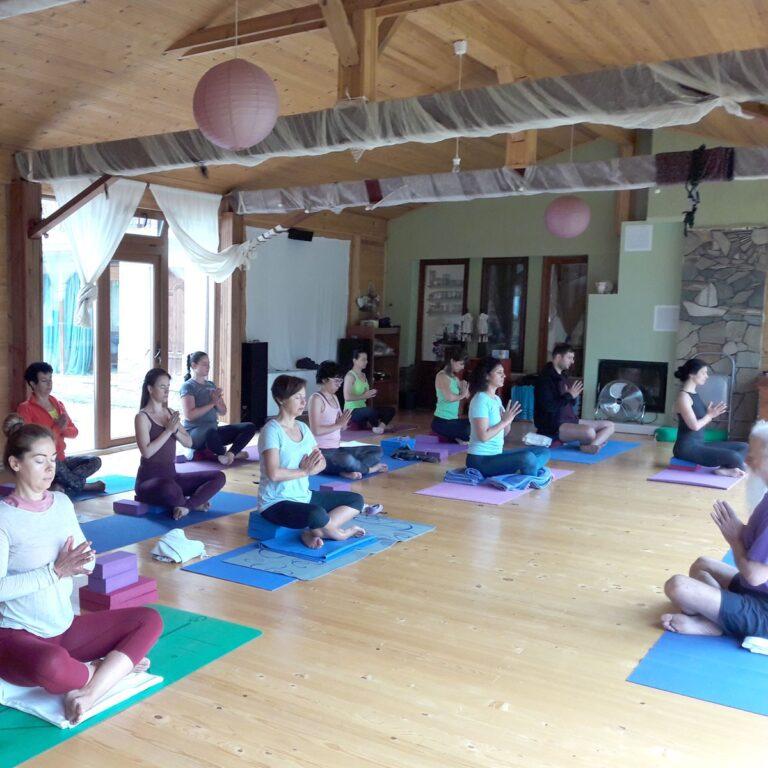 Shakti Yoga studio_yoga retreats_yoga outside_γιογκα στην υπαιθρο