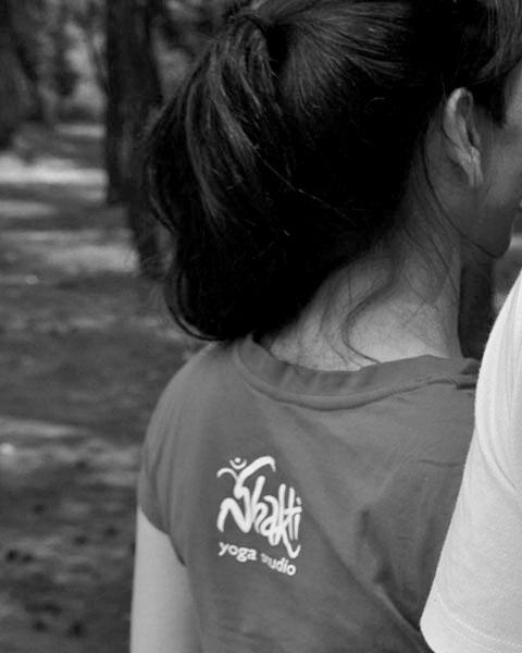 shakti t-shirt black and white